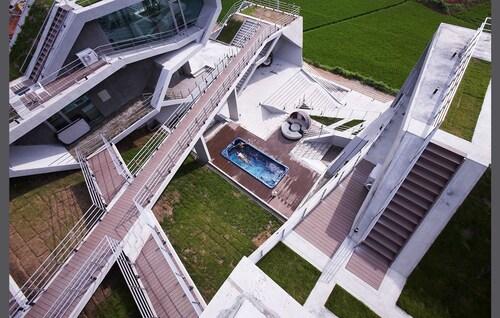 Moken Resort, Taean