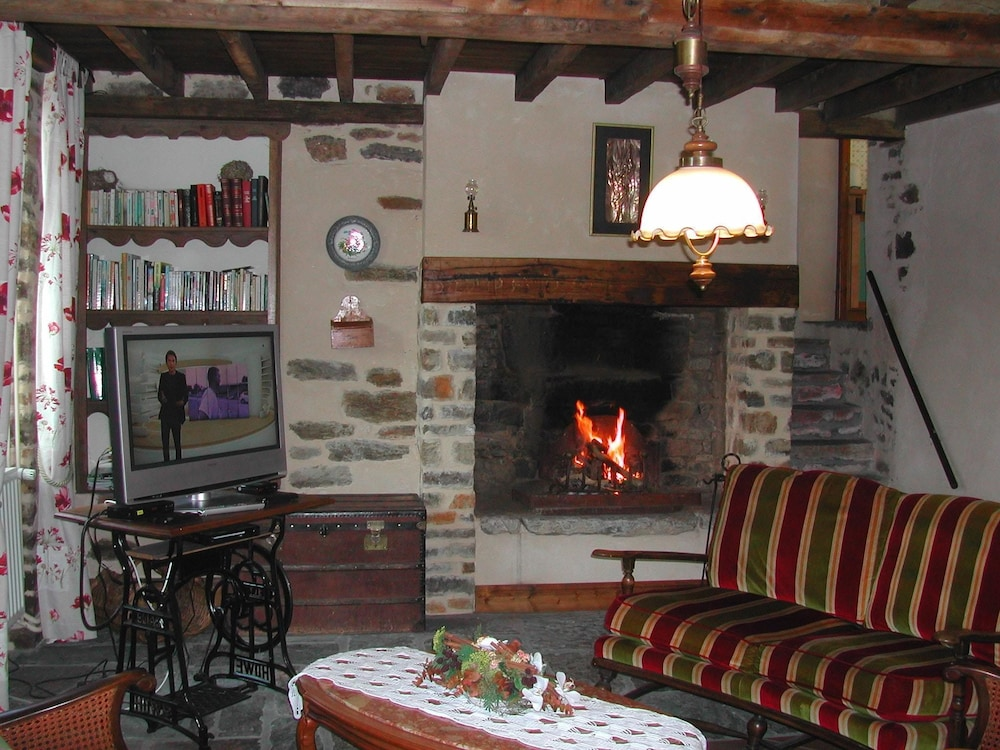 House With 2 Bedrooms in Saint-pierre-la-vieille, With Enclosed Garden and Wifi