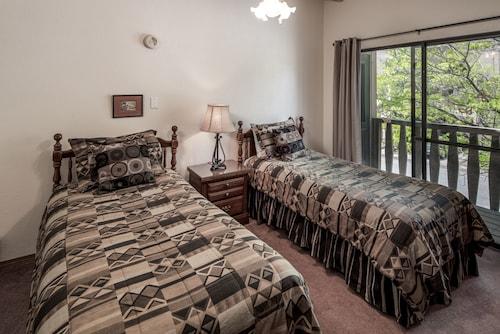 40 Grenoble-three-bedroom, Lincoln