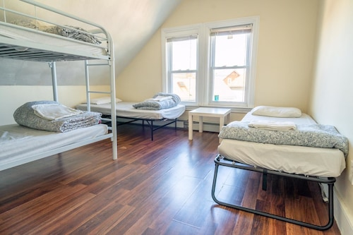 Providence Hostel and Guesthouse, Providence