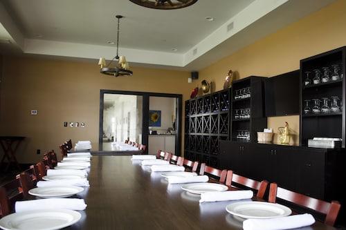 Fairfield Inn & Suites by Marriott Fair Oaks Farms, Newton