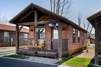 Grand Teton Queen Cabin 11