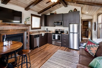 Grand Teton Queen Cabin 7