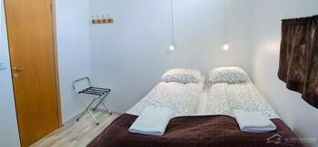 Tek Büyük Veya İki Ayrı Yataklı Oda, Ortak Banyo