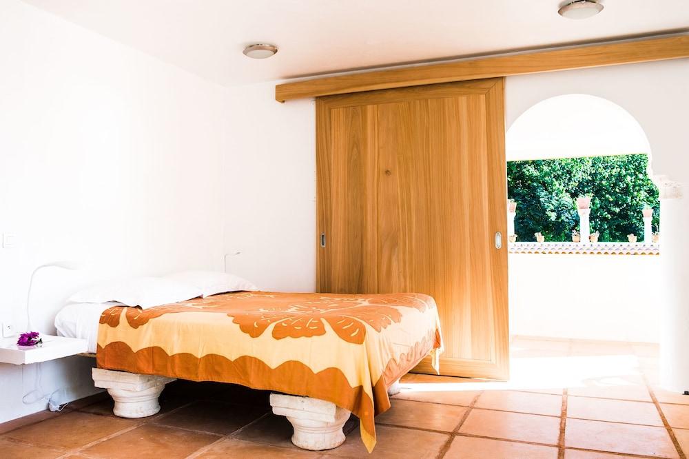 Villa Yrondi
