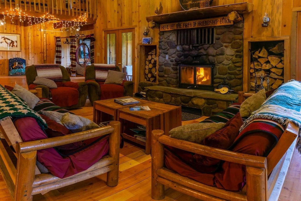 Sun Mountain Ranch Bunkhouse - Near Crater Lake