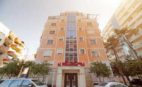 Hotel Ibiza, Durrësit
