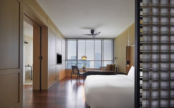 Grand King Room with Minibar