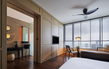 Deluxe King Room with Minibar