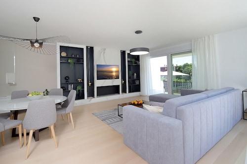 Designed Apartment with Swimming Pool, Opatija/Veprinac