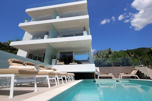 New Apartment with Swimming Pool, Opatija/Veprinac