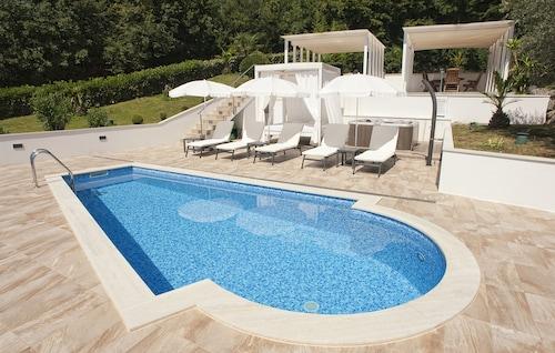 Apartment Garden with Swimming Pool, Opatija/Veprinac