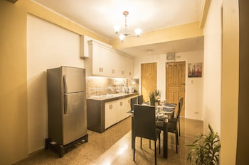 UNLIMITED TRANSIENTS Shared Kitchen