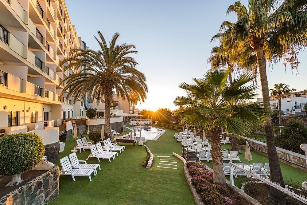 Hotel New Folias, Featured Image