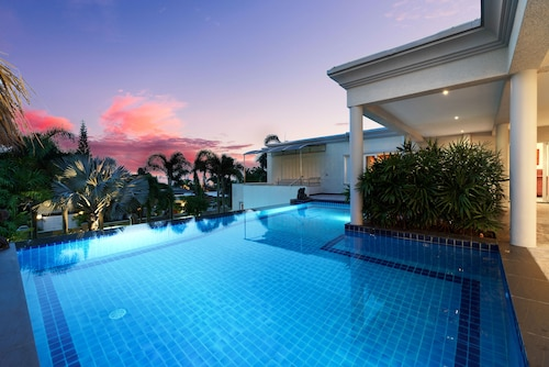 Stunning Luxury Golf and Pool Villas, Bang Lamung