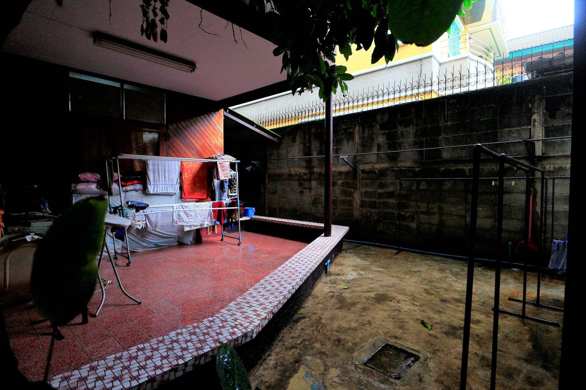 Anurak Guesthouse, Rat Burana