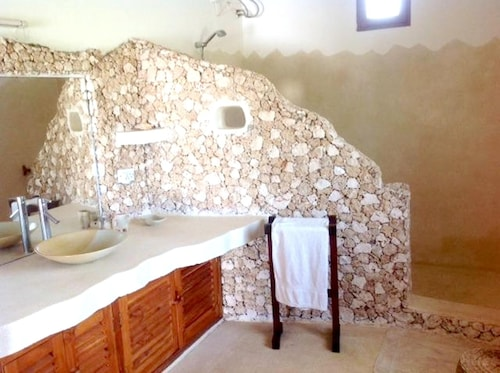 House With 3 Bedrooms in Watamu, With Pool Access, Furnished Terrace a, Kilifi North