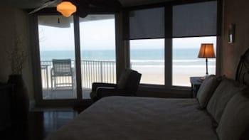 Direct Oceanfront - 2 BR 2 BA - Traffic Free Beach - 306 Shores Club