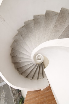 OYO 108 SPIRAL SUITES Staircase