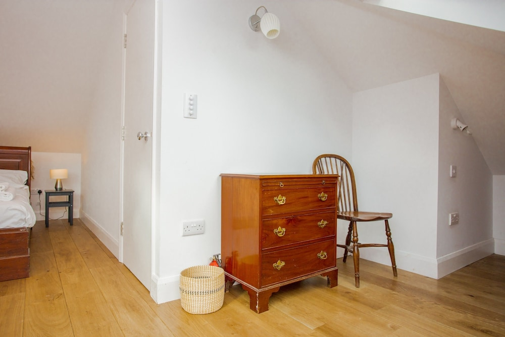 2 Bedroom Apartment With Park Views in Brixton