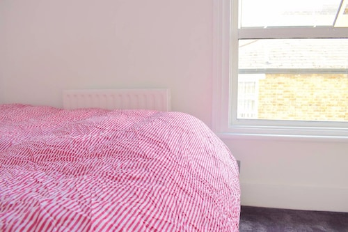 3 Bedroom Victorian Flat With Parking in South East London, London