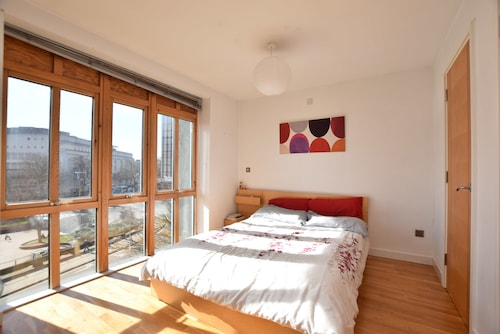 Spacious Studio Apartment in the Heart of the City, Bristol