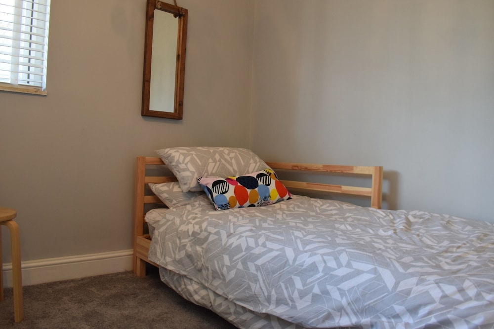 2 Bedroom Maisonette In Islington