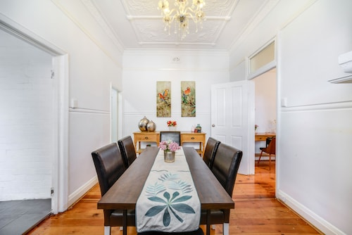 Stunning Inner City House Close to Fish Market, Leichhardt