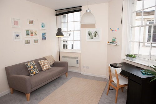 . 1 Bedroom Apartment in Central Bristol