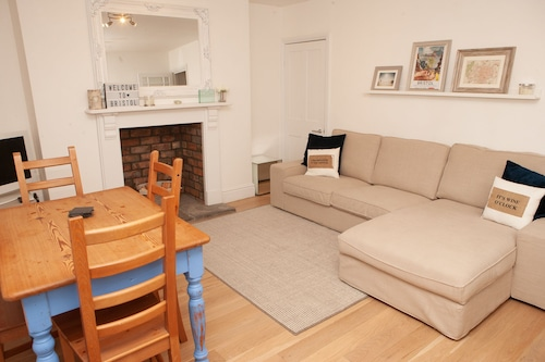 . 2 Bedroom Apartment in Prime Clifton Location