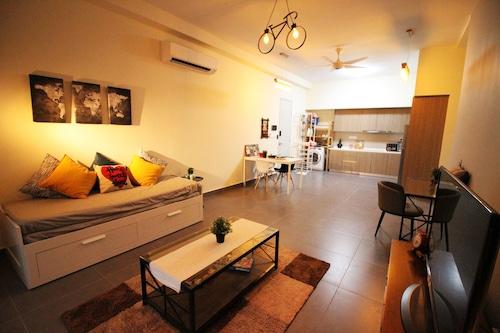 Sentrio Suites @ City Center by HnHCozy, Kuala Lumpur