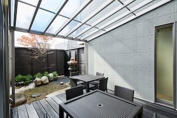 HANARE KYOTO GOJO HIGASHIYAMA RESIDENTIAL SUITE Terrace/Patio