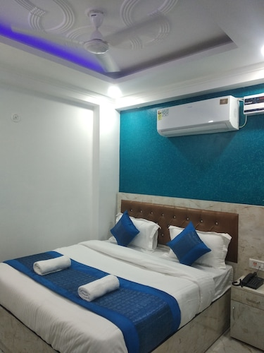 Airport Hotel Kanak Palace, West