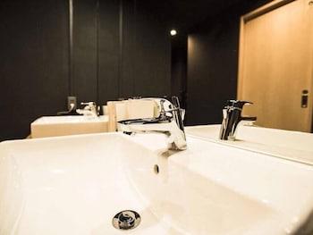 GUESTHOUSE HIROSHIMA MANGE TAK Bathroom Sink
