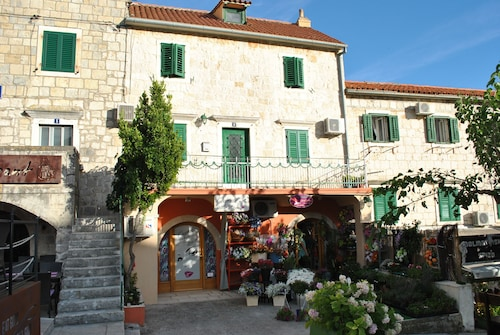 Apartments on the square, Makarska
