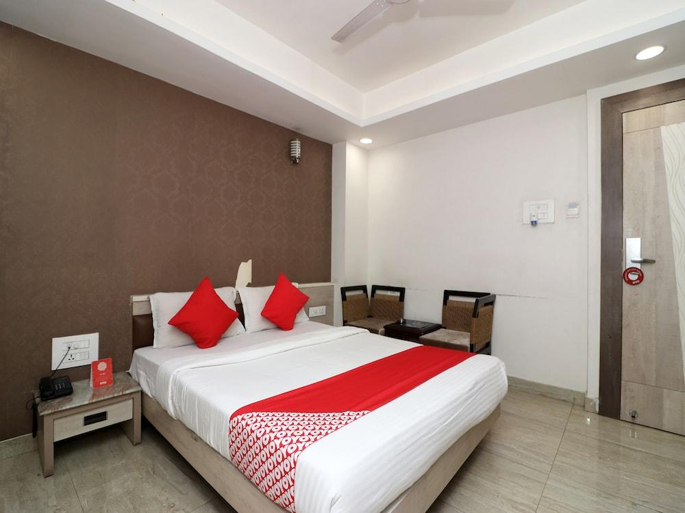 OYO Flagship 23530 Smriti Star Hotel