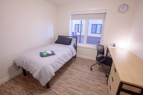 Stay With Ease Hospitality! 3 Bed 2 Bath, Division No. 11