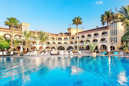 . Le Chateau Lambousa Hotel