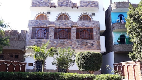 . Arabesque Apartments