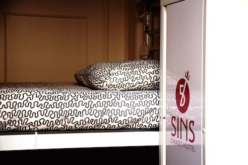 5 Sins Chiado Hostel, Lisboa