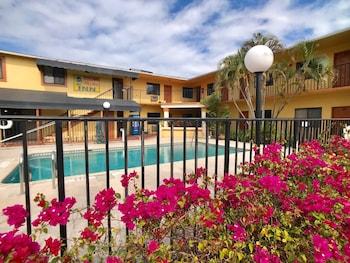 太陽棕櫚旅館 Sunny Palms Inn