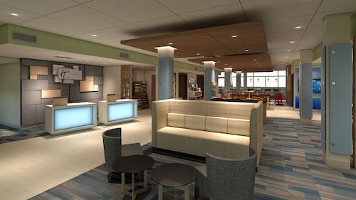 Holiday Inn Express & Suites Charlotte - South End, Mecklenburg