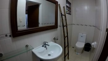 LUXOR RESORT AND RESTAURANT Bathroom