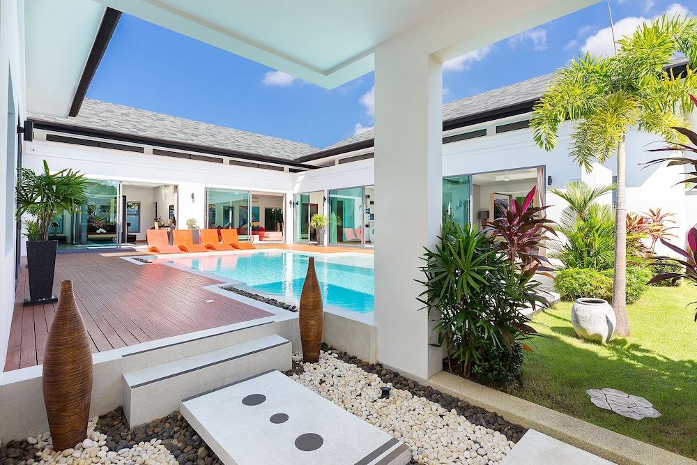 Villa Destiny