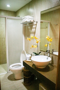 LAIYA WHITE COVE BEACH RESORT Bathroom