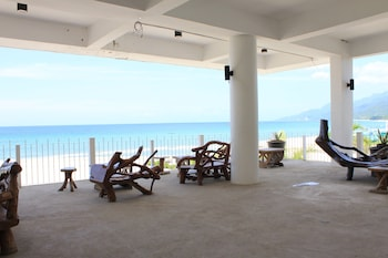 LAIYA WHITE COVE BEACH RESORT Porch