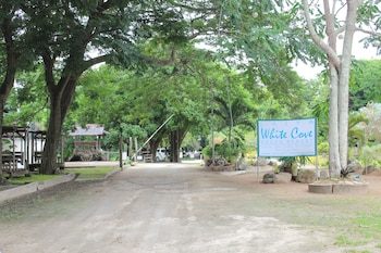 LAIYA WHITE COVE BEACH RESORT Property Grounds