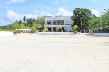 LAIYA WHITE COVE BEACH RESORT Exterior