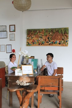 LAIYA WHITE COVE BEACH RESORT Concierge Desk