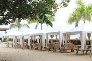 LAIYA WHITE COVE BEACH RESORT Gazebo